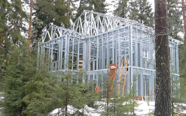 сооружение из лстк в лесу